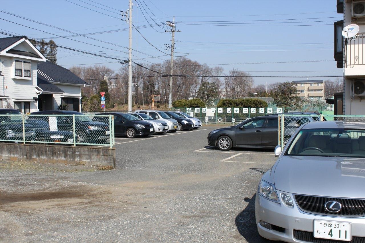 駐車場には十分なスペースがございます。